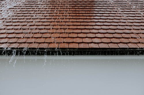 5 Benefits of Hiring a Roofing Contractor